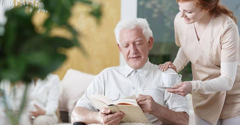 Fachkräftemangel in der Pflege © Photographee.eu/Shutterstock.com