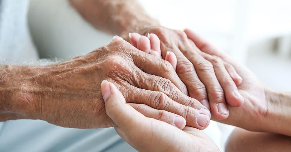Pflegebedürftige und ihr Anrecht auf Intimsphäre: So gelingt würdevolle Körperpflege